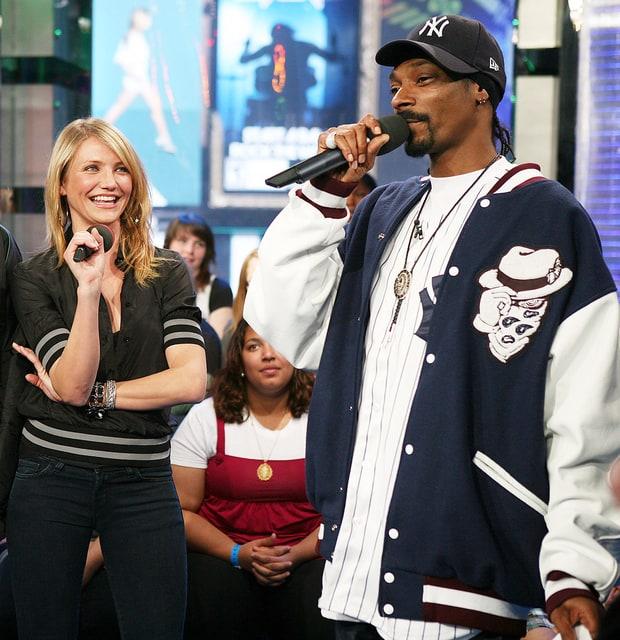 Dnešné celebrity kupovali trávu od Snoop Dogga už na strednej škole !